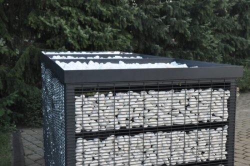 zdjęcie pudła śmietnikowego z otoczakami w gabionie