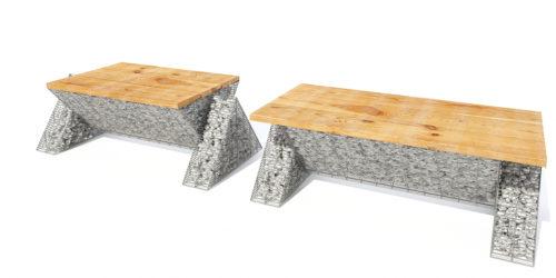jasne drewno na ławkach z gabionu